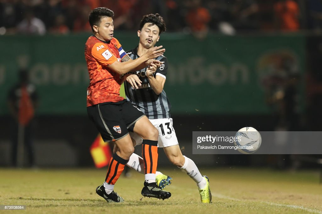 Thitiphan Puangjan #8 of Chiangrai United (L) tackle the ball from Ratchapol Nawanno #13 of SCG Muangthong United (R) during a Thai League 1 match between Chiangrai United and SCG Muangthong United at Singha Stadium on November 12, 2017 in Chiang Rai, Thailand.