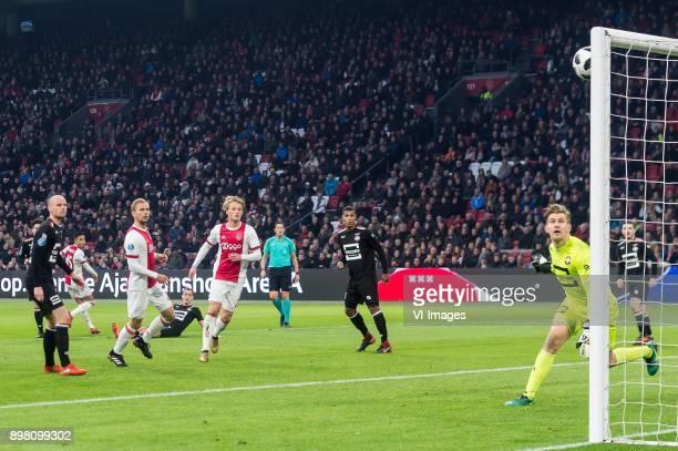 Thom Haye of Willem II Elmo Lieftink of Willem II Justin Kluivert of Ajax Siem de Jong of Ajax Freek Heerkens of Willem II Kasper Dolberg of Ajax...