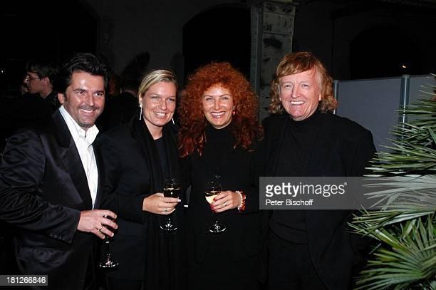 "Thomas Anders, Ehefrau Claudia Hess , Frank Farian , Ingrid ""Milli"" Segieth , bei der Verleihung des ""Deutschen Musikpreises"" an U d o J ü r g e n s,..."