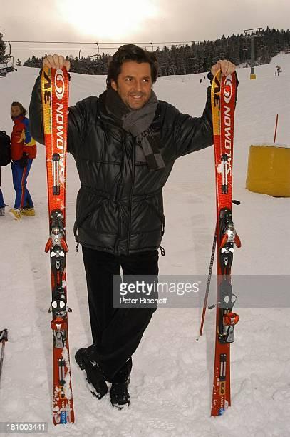 Thomas Anders ZDFShow Hüttenzauber Seefeld/Tirol/Alpen/ sterreich Schnee Ski Skistock Winterjacke Schal Sänger Wintersportort Skigebiet Sportalm...
