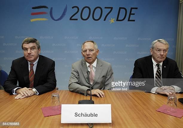 Thomas Bach, Jurist, Sportsfunktionaer, D - Praesident des Deutschen Olympischen Sportbunds , Bundesinnenminister Wolfgang Schaeuble und der...