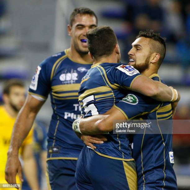 Thomas Banks of Brumbies celebrates with Jordan Smiler after scoring a try during a match between Jaguares and Brumbies as part of Super Rugby Rd 14...