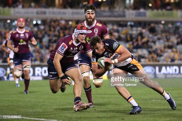 Thomas Banks of the Brumbies scores a try during the Super Rugby AU Grand Final between the Brumbies and the Reds at GIO Stadium on September 19,...