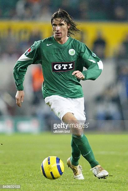 Thomas Brdaric Stuermer Vfl Wolfsburg D in Aktion am Ball