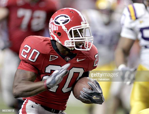 Thomas Brown of the Georgia Bulldogs rushes against the Louisiana State University Tigers during the 2005 SEC Football Championship Game on December...