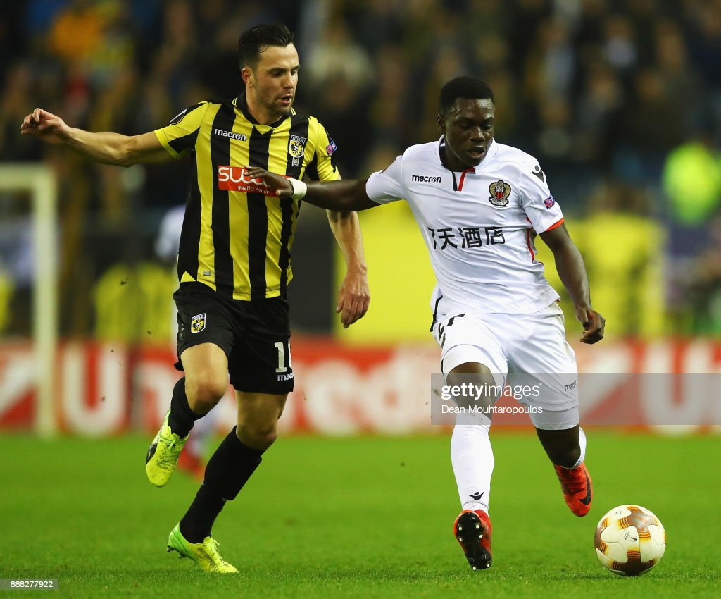 Thomas Bruns of Vitesse Arnhem battles for the ball with Jean-Victor Makengo of OGC Nice during the UEFA Europa League group K match between Vitesse and OGC Nice at on December 7, 2017 in Arnhem, Netherlands.