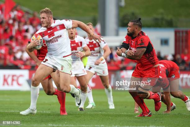 Thomas Burgess of England makes a break during the 2017 Rugby League World Cup Semi Final match between Tonga and England at Mt Smart Stadium on...