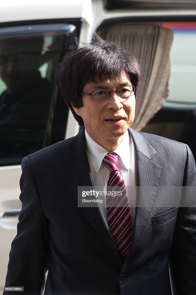 Thomas Chan, executive director of Sun Hung Kai Properties Ltd., arrives at the Eastern Magistrates' Court, in Hong Kong, China, on Friday, Jan. 25, 2013. The prosecution's bribery case against Sun Hung Kai's billionaire co-chairmen Thomas and Raymond Kwok and Hong Kong's former No. 2 official Rafael Hui will be ready by March, a court was told. Photographer: Lam Yik Fei/Bloomberg via Getty Images