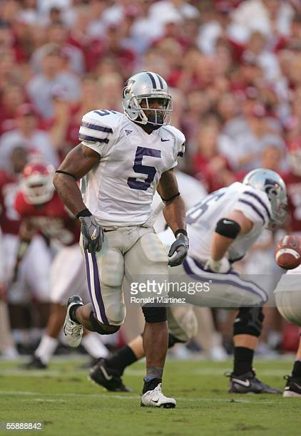 Thomas Clayton of the Kansas State Wildcats runs the pattern during the game against the Oklahoma Soonerson October 1 2005 at Memorial Stadium in...