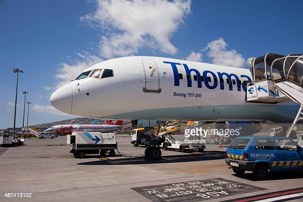 thomas cook boeing 757-200 on the tarmac at funchal airport - boeing 757 200 stock pictures, royalty-free photos & images