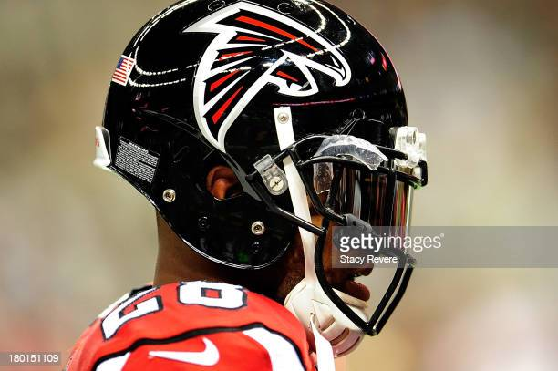 Thomas DeCoud of the Atlanta Falcons participates in pregame warmups prior to a game against the New Orleans Saints at the MercedesBenz Superdome on...