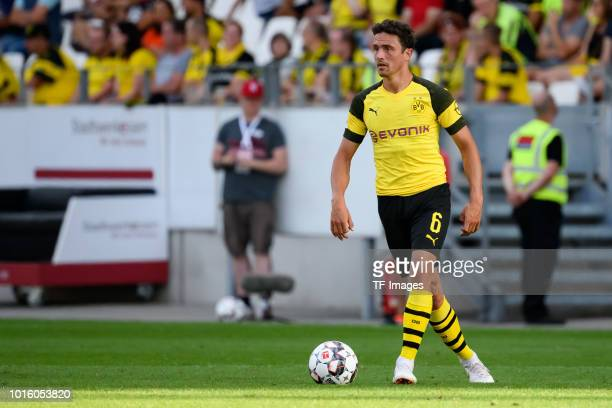 Thomas Delaney of Borussia Dortmund controls the ball during the friendly match between Borussia Dortmund and Lazio Rom on August 12 2018 in Essen...