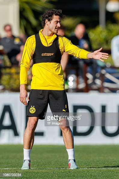 Thomas Delaney of Borussia Dortmund gestures during a training ...