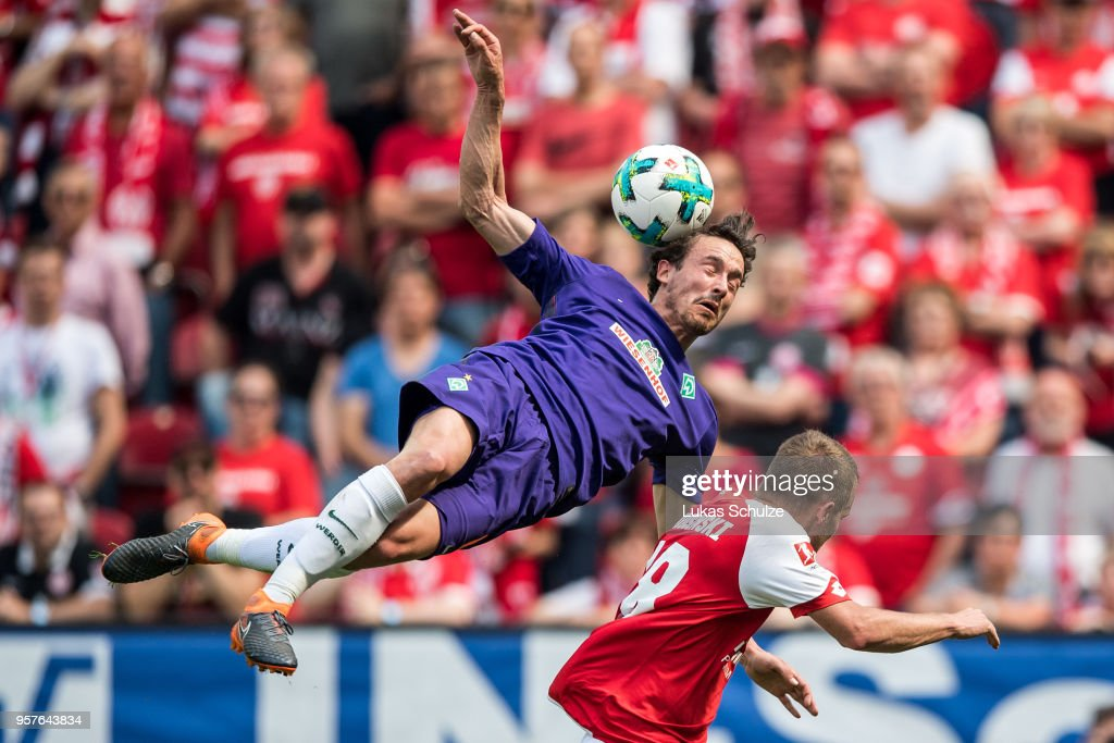 Thomas Delaney (L) of Bremen and Daniel Brosinski (R) of Mainz in action during the Bundesliga match between 1. FSV Mainz 05 and SV Werder Bremen at Opel Arena on May 12, 2018 in Mainz, Germany.