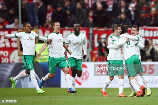 Thomas Delaney of Bremen celebrates his team's second goal with team mates during the Bundesliga match between 1 FSV Mainz 05 and Werder Bremen at...