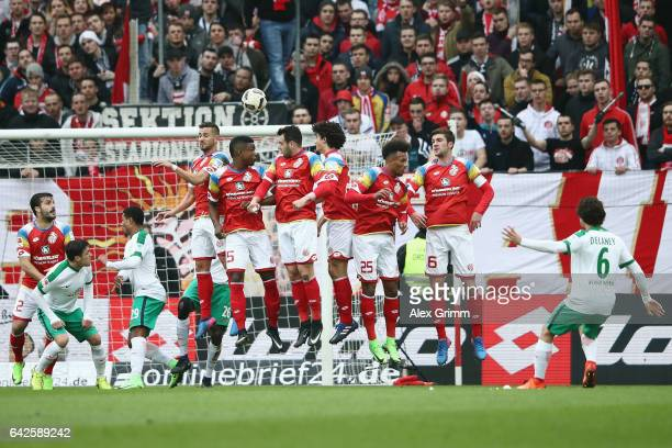 Thomas Delaney of Bremen scores his team's second goal with a free kick during the Bundesliga match between 1 FSV Mainz 05 and Werder Bremen at Opel...