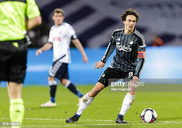 Thomas Delaney of FC Copenhagen controls the ball during the Danish Alka Superliga match between AGF Aarhus and FC Copenhagen at Ceres Park on...