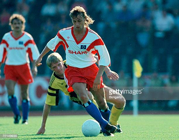 Thomas Doll of Hamburg in action during the DFB German Cup match between Goettingen 05 and Hamburger SV on August 04 1990 in Goettingen Germany