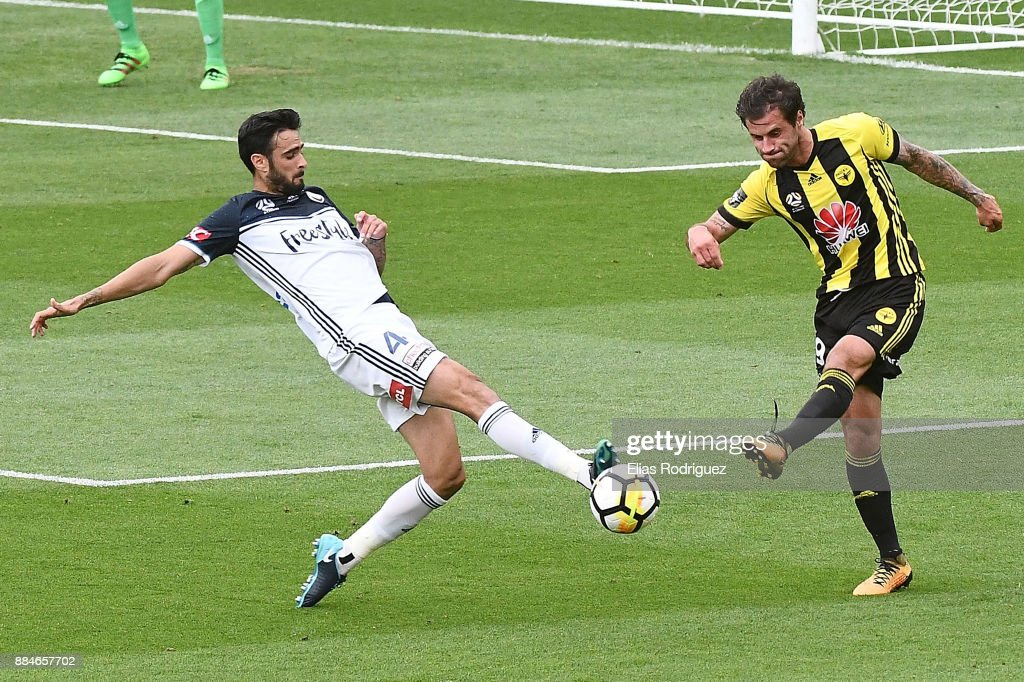 Thomas Doyle of the Wellington Phoenix has his clearance blocked by Rhys Williams of Melbourne Victory during the round nine A-League match between the Wellington Phoenix and the Melbourne Victory at Westpac Stadium on December 3, 2017 in Wellington, New Zealand.