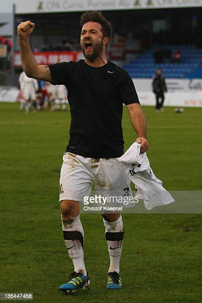 Thomas Drescher of Trier celebrates the 32 victory after the Regionalliga West match between Sportfreunde Lotte and Eintracht Trier at connectMArena...