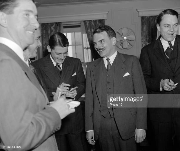 Thomas E. Dewey holds a press conference. Washington, D.C., Dec. 9. 1939. Dewey is in the Capital to attend the Gridiron dinner tonight.