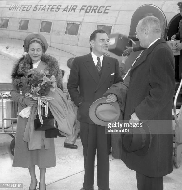 Thomas E. Dewey mit Ehefrau am Flughafen Kloten 1949