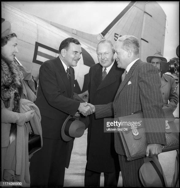 Thomas E. Dewey und seine Ehefrau bei Ankunft in Kloten, 1949