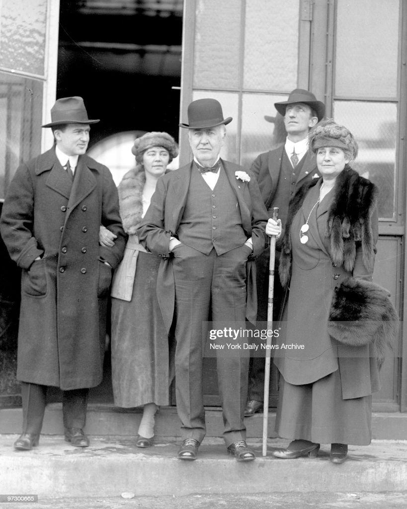 Thomas Edison with family. Pictures | Getty Images for Thomas Edison Family  34eri