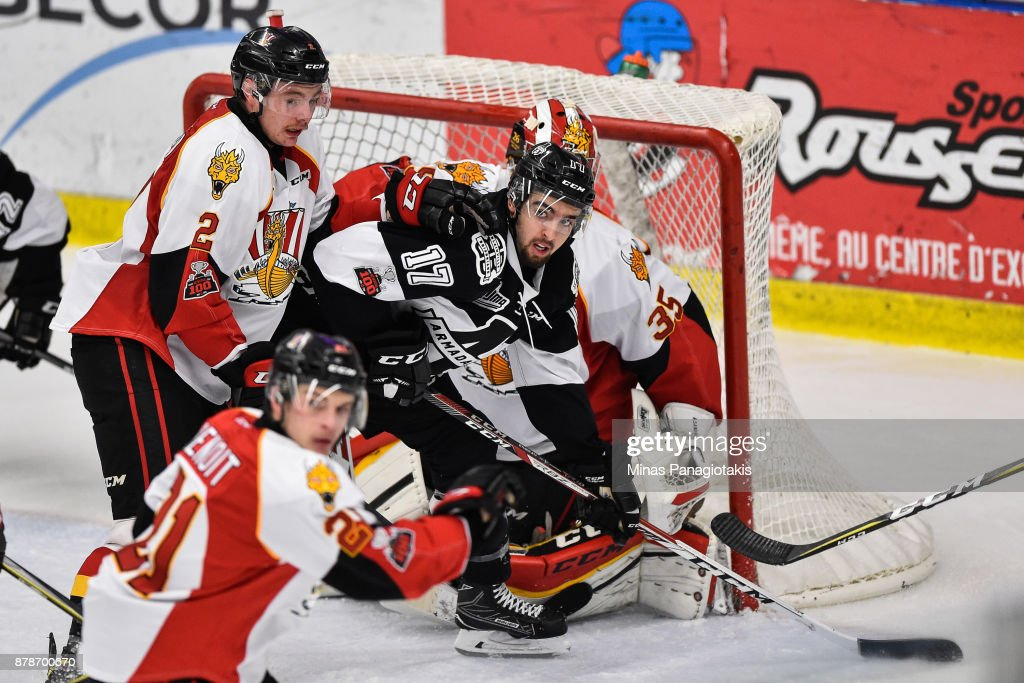 Thomas Ethier #17 of the Blainville-Boisbriand Armada gets in front of goaltender Antoine Samuel #35 of the Baie-Comeau Drakkar during the QMJHL game at Centre d'Excellence Sports Rousseau on November 24, 2017 in Boisbriand, Quebec, Canada. The Blainville-Boisbriand Armada defeated the Baie-Comeau Drakkar 5-3.