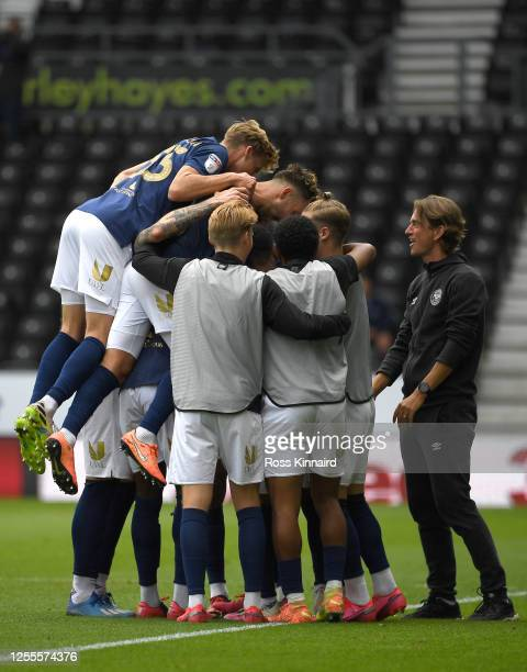 Thomas Frank, manager of Brentford joins in the celebrations of the third goal scored by Frank Saïd Benrahma of Brentford during the Sky Bet...