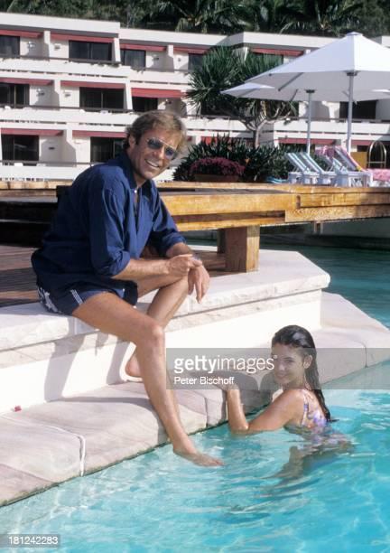 Thomas Fritsch Katja Woywood PRO 7 Serie Glueckliche Reise Folge 9 Australien Hayman Island/Grosses BarrierRiff/Australien HaymanResortHotel Pool...