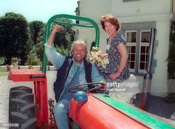 """Thomas Fritsch, Rita Russek, ZDF-Film """"Die zweite Chance"""" , Irland/Europa, , Trecker, Traktor, Schauspielerin, Schauspieler, Promis, Prominenter,..."""