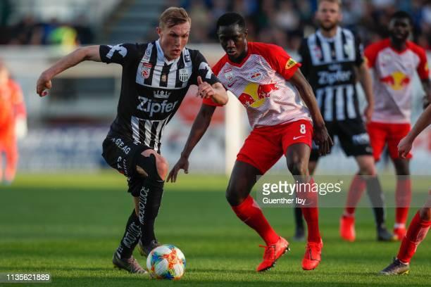 Thomas Goiginger of LASK and Diadie Samassekou of Salzburg during the tipico Bundesliga match between LASK and RB Salzburg at TGW Arena on April 7...