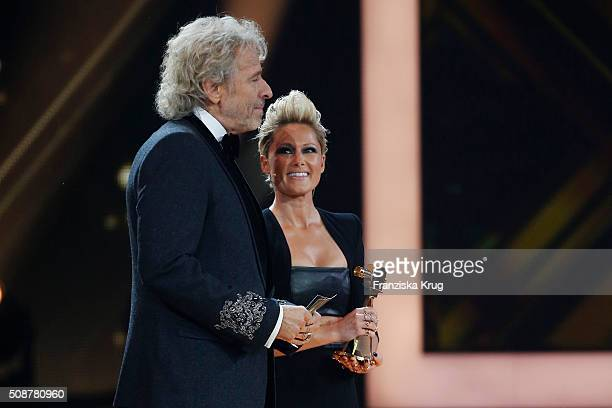 Thomas Gottschalk and Helene Fischer on stage during the Goldene Kamera 2016 show on February 6 2016 in Hamburg Germany