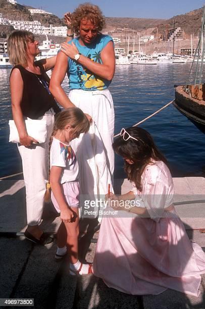 'Thomas Gottschalk Deborah Shelton am Rande vom Dreh zum ZDF/Kinofilm ''Zärtliche Chaoten II'' am im Hafen von Puerto Rico auf Insel Gran Canaria...