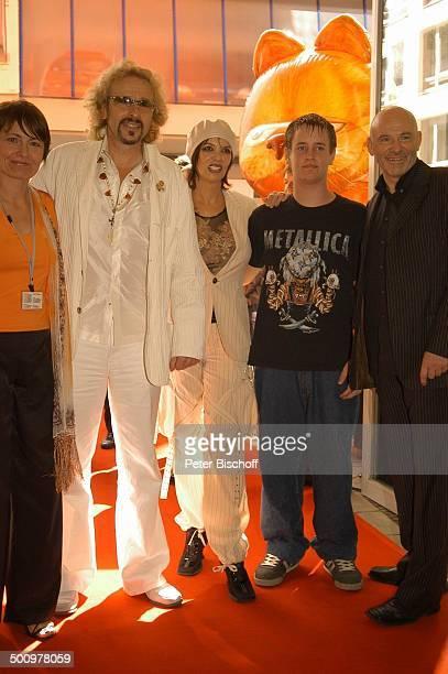 Thomas Gottschalk Ehefrau Thea Sohn Tristan Name folgt Name folgt Kinopremiere Film 'Garfield' München Premiere Kino Trickfilm Kater Katze Showmaster...