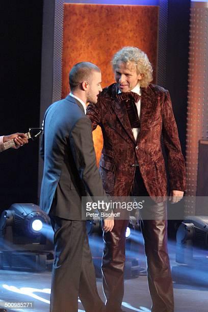 """Thomas Gottschalk, Justin Timberlake , 164. ZDF-Show """"Wetten, dass?"""", Düsseldorf, Deutschland, , P.-Nr. 1624/2006, """"Halle 6""""-""""Düsseldorfer Messe"""",..."""