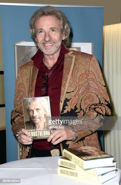 Thomas Gottschalk liest aus seiner Autobiografie Herbstblond im Abaton Kino in Hamburg Thomas Johannes Gottschalk ist ein deutscher Radio und...