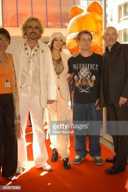 Thomas Gottschalk mit Ehefrau Thea Sohn Tristan Name folgt Name folgt Kinopremiere Film 'Garfield' München Premiere Kino Film Trickfilm Kater Katze...