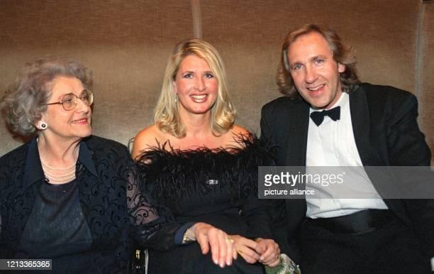 Thomas Gottschalks Mutter Rutila seine Schwester Raphaela und sein Bruder Christoph sitzen am im Münchner Prinzregententheater wo der Wetten...