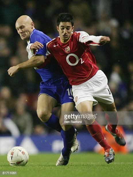 Thomas Gravesen of Everton battles with Danny Karbassiyoon of Arsenal during the Carling Cup Fourth Round match between Arsenal and Everton at...