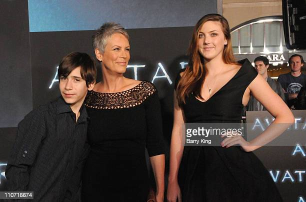 Thomas Guest actress Jamie Lee Curtis and Annie Guest arrive to the Los Angeles Premiere 'Avatar' at Grauman's Chinese Theatre on December 16 2009 in...