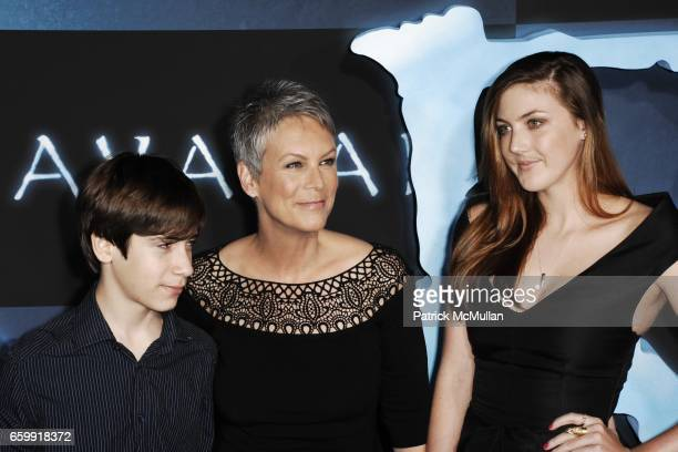 Thomas Guest Jamie Lee Curtis and Annie Guest attend The Los Angeles Premiere of AVATAR at Grauman's Chinese Theatre on December 16 2009 in Hollywood...