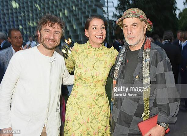 Thomas Heatherwick Yana Peel and Ron Arad attend The Serpentine Summer Party cohosted by Tommy Hilfiger on July 6 2016 in London England