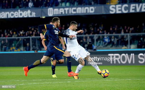 Thomas Heeurtaux of Hellas Verona FC competes with Mauro Icardi of FC Internazionale during the Serie A match between Hellas Verona FC and FC...