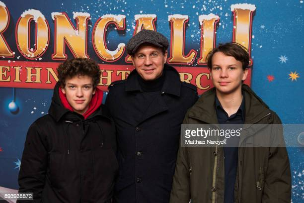 Thomas Heinze and his sons Sam and Lennon attend the 14th Roncalli Christmas at Tempodrom on December 16 2017 in Berlin Germany