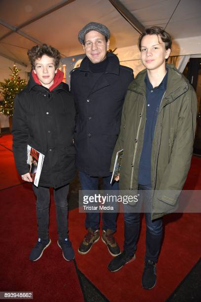 Thomas Heinze and his sons Sam Heinze and Lennon Heinze attend the 14th Roncalli Christmas Circus Premiere at Tempodrom on December 16 2017 in Berlin...