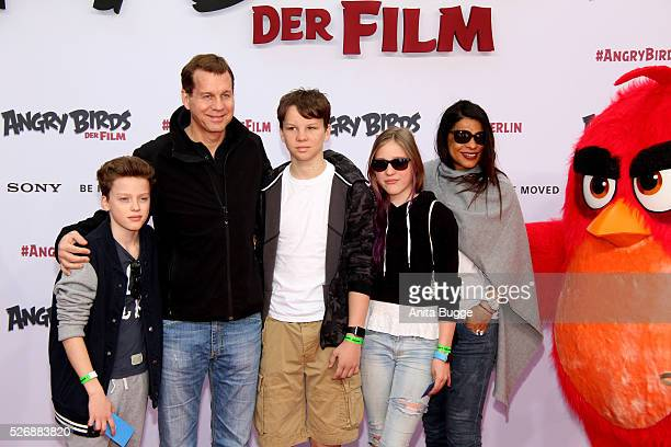 Thomas Heinze Jackie Brown and the children Sam Lennon and Lucille attend the Berlin premiere of the film 'Angry Birds Der Film' at CineStar on May 1...