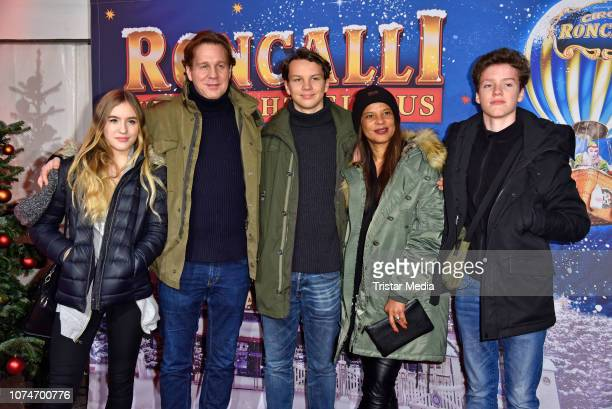 Thomas Heinze with his girlfriend Jackie Brown and their children Lucille, Lennon and Sam attend the 15th Roncalli christmas circus premiere at...