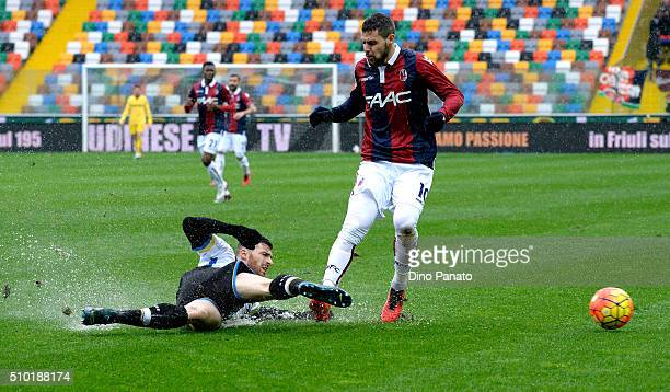 Thomas Heurtaux of Udinese Calcio competes with Mattia Destro if Bologna FC during the Serie A match between Udinese Calcio and Bologna FC at Stadio...